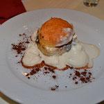 Dessert: Scone und Prune Pudding mit Sherrysauce und braunem Zucker