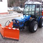 ecopard Kompaktschlepper mit Winterdienstausrüstung