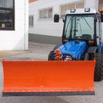 ecopar Kompakttraktor mit Kabine und hydraulischem Schneeschild
