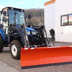 ecopard 4x4 Universaltraktor mit Kabine und Winterdienstgerät