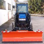 ecopard 4x4 Kommunalschlepper mit Räumschild für die Schneeräumung