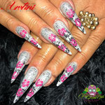 Bild - Feel Good Nails - Stilettos mit Stempel und Overlays