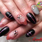 Bild - Feel Good Nails - Stripes und Steinchen