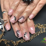 Bild - Feel Good Nails - Strass, Stempel und Perlen