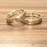 Mokume Gane Ringe aus Silber, Palladium und Gold in sehr kleinteiliger wilder Optik