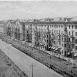 Двумя площадями, замыкающими проспект, создавалась зона отдыха электростальцев.