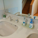 1階洗面台は1階女子トイレ使用後にもご利用できます