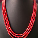 collana a tre fili con pallini di corallo rosso montata in argento