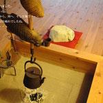 糸魚川 海中産出翡翠 囲炉裏で暖をとる