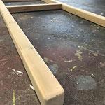 担ぎ棒は垂木(40×40)で一体型。担ぐ時に角が有るとストレスになるから角をRに加工