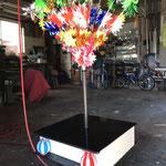 花飾りを飾る心棒は台座から固定