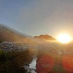 流れ出る雲海と日の出