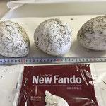 強度を出す為にスチロール表面に石粉粘土で覆う