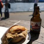 Mitte Mai gehts wieder Richtung Norden zum Kanal aber vorher traditionell ein Fischbrötchen bei Brücke 10 in Hamburg