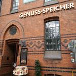 Nochmal Hamburg: Ein Besuch im Genuss-Speicher mit der Kaffeerösterei gehört mittlerweile zum Pflichtprogramm. Ebenso wie ein Besuch auf der Plaza der Elbphilharmonie