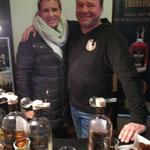 Auch Jens Lübbehusen ist als Aussteller mit seinem Whisky auf Schloss Gödens.