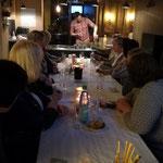 Biertasting für Frauen im Ofen-Loft Lohne. Barkeeper Malte mixt Biercocktails