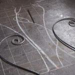 曲げた鉄筋を装飾と合わせて、バランスを見ていきます!