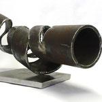 Nr. 04-2013, L 600mm B 400mm H 200mm, Stahlrohr auf Stahlplinthe