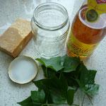 zutaten: efeublätter, ein glas und essig