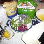 zutaten: zucker, eiweiß, zitrone, geriebene mandeln, weizenmehl, kräuter: lavendel, salbei, zitronenverbene und rosenblüten