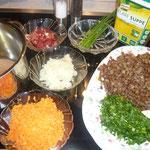 zutaten: linsen, speck, zwiebel, karotten, olivenöl, butter, wasser, wildkräuter