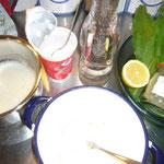 die gelatine wird in warmer buttermilch aufgelöst