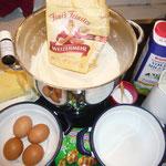 zutaten: glattes mehl, trockenhefe, lauwarme milch, salz, feinkristallzucker, weiche butter, eigelb, bergamottöl