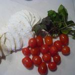 mozzarella, cocktailtomaten und silberblatt