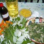 zutaten: sonnenblumen- und mandelöl, bienenwachs, lanolin, dreierlei kräuter, propolis- und rosenöltropfen