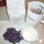 zutaten: wasser, zucker, blüten