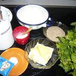 zutaten: salz, milch, helles dinkelmehl, sesam, butter, backpulver und knoblauchsrauke