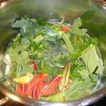 mit wasser auffüllen, salzen, pfeffern, eventuell gemüsesuppenwürfel verwenden