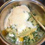parmesan, eier, brösel, alles hinzufügen