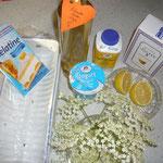 zutaten:joghurt, staubzucker, zitrone, gelatine, holundersaft, sahne