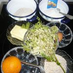 zutaten: mädesüß-dolden, butter, orange, brauner zucker, eier, mandeln, mehl, backpulver