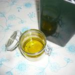 glas mit olivenöl befüllen und mit in den garten mitnehmen
