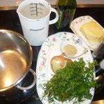 zutaten: kerbel, zwiebel, etwas suppenwürze, wasser, butter, olivenöl, etwas zitrone, kräutersalz