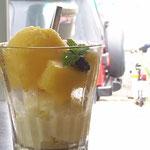 パインシャーベット ¥600  きゅっと甘酸っぱいパインシャーベットとミルキーなシャーベットの2段仕立て