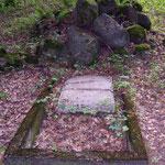 teilweise erhaltene Grabstätte von Gustav von Kortzfleisch (ehem. Kommandant des Übungsplatzes)