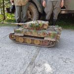 ferngesteuertes Modell eines deutschen Tiger-Panzers (Massstab 1:6, Gewicht: 115 kg, Bauzeit: 5 Jahre!)