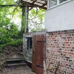 Holzlagerraum mit Aufgang zur Terasse