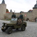 die Schweizer Abordnung vor der Stadtmauer in Mühlhausen/Thüringen