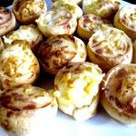 """Hmmm... zur Feier des Tages gibt es """"Pão de queijo"""", leckere brasilianische Käsekuchen..."""