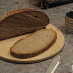 Brot und schwarzes Hawaisalz zum Einzug