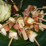 Büffel-Mozzarella mit Feige, Schinken und Pflaumensauce