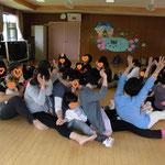 小野幼稚園「わっはっはおやこヨーガ」