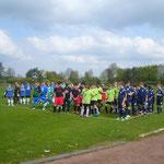 Fünf der der 25 Jungenmannschaften spielten die Vorrunde in Hämelerwald aus und warteten gespannt auf den Beginn der Spiele.