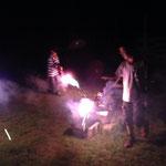 夜はキャンプファイヤーと花火!