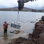 Mise en place des blocs de soutènement pour la stabilisation de la berge